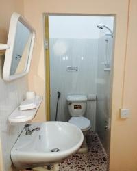 <p>Bathroom at Paris Guesthouse</p>