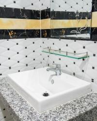 <p>Modern bathroom</p>